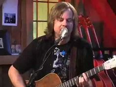 Monte Montgomery singing Sara Smile with Daryl Hall..true mucisians!