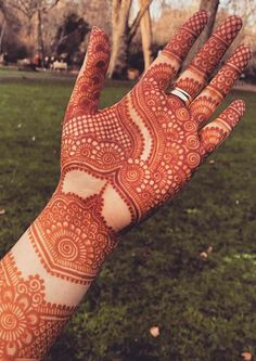 Searching for best mehndi designs to wear nowadays? See here and get our amazing henna arts to wear on special occasions and events inAwesome Late Night Palm Henna Designs for Mehndi Designs are given on this page. Dulhan Mehndi Designs, Mehandi Designs, Mehndi Designs 2018, Mehndi Designs For Girls, Mehndi Designs For Beginners, Modern Mehndi Designs, Mehndi Design Photos, Beautiful Henna Designs, Henna Mehndi