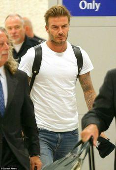 David Beckham and Dave Gardner arrive in New York Estilo David Beckham, David Beckham Style, David Beckham Football, David Beckham Haircut, Stylish Men, Men Casual, The Beckham Family, Bend It Like Beckham, David And Victoria Beckham