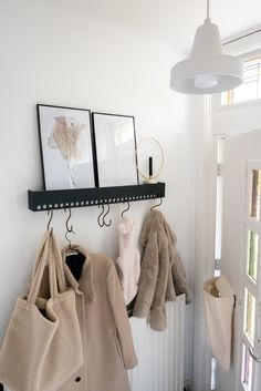 Scandinavian Interior, Home Interior, Interior Design, Design Design, Cozy Living Rooms, Home And Living, Hallway Coat Rack, Student Room, Small Hallways