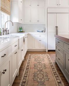 Lovely colors in this gorgeous kitchen design by @jamiekeskindesign. That runner is perfection in this space, right?