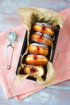 Masopustní koblihy svišňovou náplní – Jezte sláskou