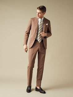 明るいその表情こそが歩みを止めない姿勢の現れ Mens Attire, Mens Suits, Suit Fashion, Mens Fashion, Mode Costume, Look Man, Brown Suits, Classic Suit, Mens Style Guide