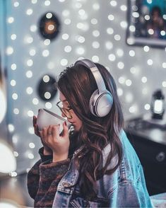 Creative low budget photography idea with lots of bokeh. Fairy Light Photography, Tumblr Photography, Girl Photography Poses, Creative Photography, Pinterest Photography, Film Photography, Fashion Photography, Brandon Woelfel, Girl With Headphones
