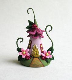 Miniature charmante fée fleur fantaisie maison OOAK par Rohal C.