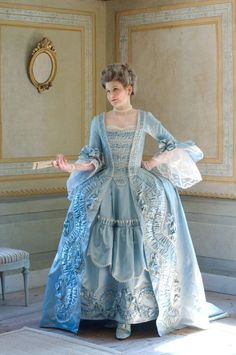 to make a robe a la francaise (I don't think I'll attempt this!)How to make a robe a la francaise (I don't think I'll attempt this! 18th Century Dress, 18th Century Costume, 18th Century Clothing, 18th Century Fashion, 1700s Dresses, Old Dresses, Vintage Dresses, Vintage Outfits, Rococo Fashion