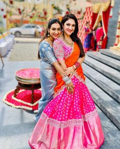 Lehnga Dress 607071224757062879 You are in the right place about sleeveless Blouse Here we offer you the most beautiful pictures about the linen Blouse you are looking for. When you examine the Lehnga Lehenga Designs, Half Saree Designs, Saree Blouse Neck Designs, Kurti Designs Party Wear, Blouse Patterns, Half Saree Lehenga, Lehnga Dress, Designer Bridal Lehenga, Bridal Sarees