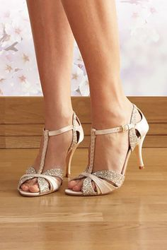 Bride Shoes Glitsy vintage dance shoes whit I bet these would be comfy all … - for women sites Pumps Nude, Stiletto Heels, Bride Shoes, Prom Shoes, Low Heel Shoes, Low Heels, Shoes Heels, Vintage Dance, Bridesmaid Shoes