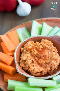 Red Pepper Hummus - Pinch Of Nom astuce recette minceur girl world world recipes world snacks Slimming World Hummus Recipes, Slimming World Dips, Slimming Eats, Slimming World Houmous, Slimming World Starters, Ww Recipes, Cooking Recipes, Healthy Recipes, Kitchens