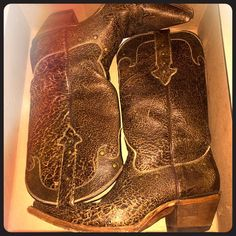 """SALE!!!! Gypsy Girl Snip Toe Distressed Boots Gypsy Girl """"Alamo"""" boots in distressed brown, size 9, snip toe. They're in great condition, the toes are a little scuffed as snip toes get. They've been worn less than 10 times. Gypsy Girl Shoes Heeled Boots"""