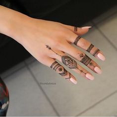 Not 1 - Marwa Marwa - - Henna Mandala - Henna Designs Hand Finger Henna Designs, Henna Art Designs, Mehndi Designs For Fingers, Simple Henna Tattoo, Henna Tattoo Hand, Simple Henna Art, Foot Henna, Tatouage Xo, Herren Hand Tattoos