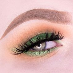 """Mi piace"": 11.5 mila, commenti: 40 - Makeup Geek (@makeupgeekcosmetics) su Instagram: ""@elinevanlent is taking on St. Patty's Day with this charming green smokey eye! Shop the shades she…"""