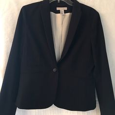 Classic Black H&M Jacket Worn twice! This jacket is amazing! It is comfortable on and looks great! H&M Jackets & Coats