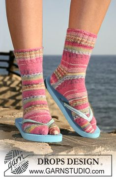 "DROPS socks with big toes in ""Fabel"". Size 32-43 ~ DROPS Design"