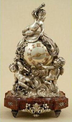 Rare pendule en argent, Russie, St Petersbourg, fin XIXème-début XXème siècle,