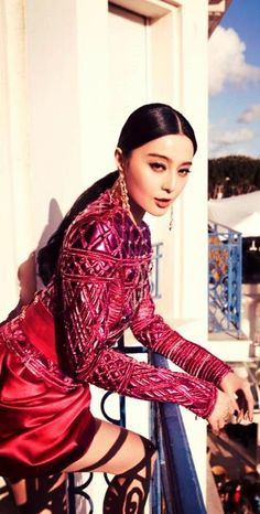 Fan Bingbing ♥ Apparently the Chinese consider her more chinese-looking than Zhang Ziyi, who they consider to be more western-looking. I think it's quite the other way around.
