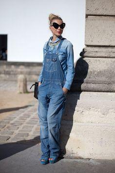 Jardineira jeans comprida http://vilamulher.terra.com.br/jardineira-jeans-como-usar-9-5007479-5926-pfi-josiemantilla.html