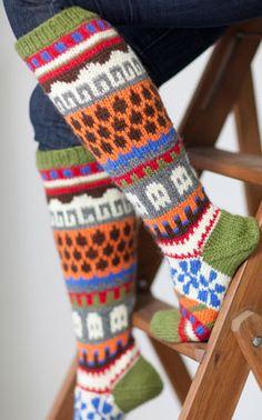 Villasukat koko 38 kaikenlaiset kuviolliset pitkinä Crochet Socks, Knit Or Crochet, Knitting Socks, Hand Knitting, Knitting Patterns, Bed Socks, Stocking Pattern, Warm Socks, Wrist Warmers