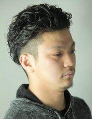 パーマ強めのメンズ王道スタイル!!髪の長さは、短髪~ロングまで可能☆ブラック・ワイルド・艶三拍子そろえば、間違いでしょ♪♪
