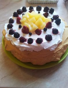 Paleo pavlova Pavlova, Cheesecake, Paleo, Desserts, Recipes, Food, Tailgate Desserts, Deserts, Cheesecakes