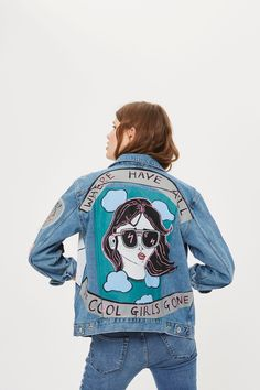 Give your denim an arty spin with our premium painted jacket - it's a sure 'conversation starter'. This washed denim style features two button-down chest pockets and two side slit pockets, and fastens 'Moto' branded buttons through the front. Distinctive artwork dipicting a woman's face emerges on the left and carries over onto the reverse where a second stand-out design appears.