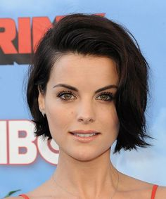 View yourself with Jaimie Alexander hairstyles and hair colors. View styling steps and see which Jaimie Alexander hairstyles suit you best. Jaimie Alexander, Jamie Alexander Hair, Casual Hairstyles, Celebrity Hairstyles, Bob Hairstyles, Hairstyle Short, Short Brunette Hairstyles, Celebrity Short Hair, Medium Hairstyles