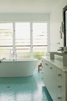 10 best country bathrooms inspired by its seaside for Bathroom designs hobart