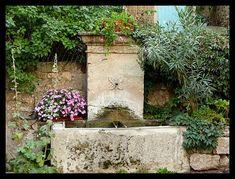 Fontaine fleurie - Manosque, Provence-Alpes-Cote-dAzur
