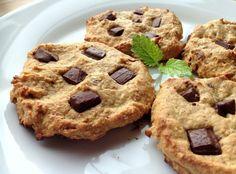 God torsdag! Idag er det sunne energicookies som skal deles, og desse er litt annleis enn dei fleste sunne, søte oppskriftene mine. Eg veit nemlig at ikkje alle kan eller liker å bruke sukrinvariantane eller anna naturlig, pulverisert søtning – derfor har eg brukt andre ingredienser for å få desse søte og gode. Som dere … Food And Drink, Favorite Recipes, Snacks, Cookies, Baking, Sweet, Desserts, Mad, Workout