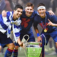 Leo Messi, Neymar Jr and Luis Suárez, winners of the Champions League in Berlin, have been included among the ten candidates for the UEFA Best Player in Europe Award. The trio of Barça strikers have b Lionel Messi, Neymar Pic, Messi And Neymar, Messi 10, Fc Barcelona, Barcelona Football, Good Soccer Players, Football Players, Real Madrid