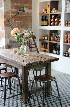 Today there are lots of cafe. So that there is a great deal of one-of-a-kind and interesting coffee shop interior decoration. Right here is an ideas for a coffee shop decor ideas that you can utilize if you intend to open up a coffeehouse. Rustic Coffee Shop, Cozy Coffee Shop, Rustic Cafe, Coffee Shop Design, Cafe Design, Rustic Decor, Paris Coffee Shop, French Coffee Shop, Farmhouse Cafe