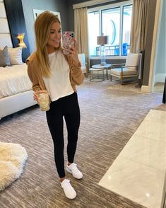 Spring Outfits, Spring Clothes, Casual Outfits, Fashion Outfits, Athletic Wear, Casual Chic, Autumn Winter Fashion, High Top Sneakers