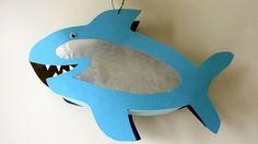 Es ist wieder die Zeit der Laternenumzüge. Mal schnell eine Laterne kaufen, das wollte meine Tochter allerdings nicht. Es sollte ein Hai sein. Wie gut, dass es das Internet gibt: Dort habe ich diese Anleitung gefunden. Das Basteln ging relativ … Weiterlesen →