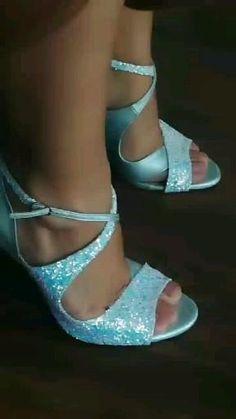 Νυφικά παπούτσια Divina σε ιριδίζον Glitter και δέρμα Bridal Shoes, Walking, Platform, Heels, Handmade, Fashion, Bride Shoes Flats, Heel, Moda