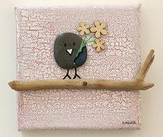 Les fleurs ! On peut en offrir pour toutes les occasions. Elles font toujours plaisir. Pour dire je t'aime, pour donner du courage, pour dire que l'on pense à quelqu'un, pour faire sourire, pour un anniversaire… Les fleurs sont toujours une bonne idée. Et en cas où vous penchez pour ce petit tableau déco miniature sachez que vos fleurs ne faneront jamais ;) Une idée cadeau originale et unique fait main pour celui ou celle qui en a besoin. Le fond est peint avec de la peinture acrylique…