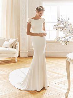 Elegant mermaid-style wedding dress with a boat neckline - BERMUDAS. Elegant mermaid-style wedding dress with a boat neckline - Simple Elegant Wedding Dress, Elegant Dresses, Crepe Wedding Dress, Wedding Gowns, Plain Wedding Dress, Wedding Cakes, Gold Wedding, Mermaid Dresses, Bridal Dresses