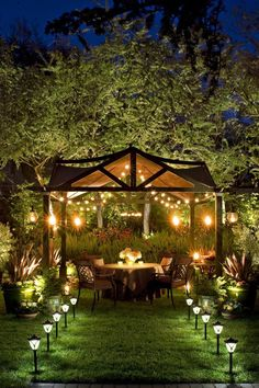 Awesome Backyard Lighting Ideas for Your Home 2020 Elegant Well-Lit Backyard Dinner Party Pergola Backyard Trees, Backyard Pergola, Backyard Landscaping, Landscaping Design, Pergola Kits, Cheap Pergola, Outdoor Pergola, Desert Backyard, Sloped Backyard