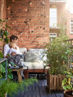 Space-saving ideas from an open-plan home – IKEA - All About Balcony Small Balcony Design, Small Balcony Decor, Small Patio, Ikea Foto, Ikea Portugal, Inspiration Wand, Red Brick Walls, Outdoor Spaces, Outdoor Decor