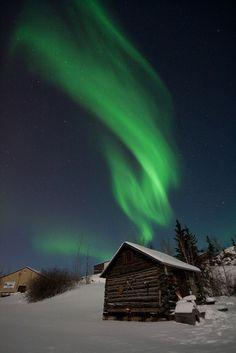 Me encanta el ambiente de la cabaña con la aurora! Es Bellísimo! ♥
