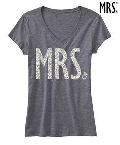 Mrs GLITTER Braut Shirt Grau V-Ausschnitt von NobullWomanApparel