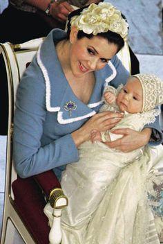 Mary Donaldson con #tocado de flores en el bautizo de su segundo hijo