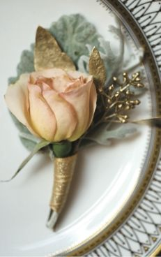 Groom's boutonniere • Gold leaf love