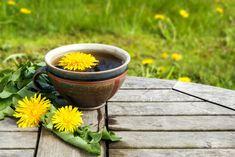 How Dandelion Root Tea Benefits Health Dandelion Root Tea, Dandelion Flower, Kidney Detox Cleanse, Liver Detox, Herbal Remedies, Home Remedies, Natural Remedies, Dandelion Benefits, Healthy Liver
