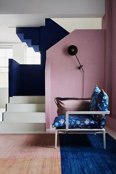 Block colour pink blue painted stairs, chalk paint - ideas for timeless wall paint ideas for every room in the house - from entrance halls to dark living Painted Staircases, Painted Stairs, Interior Architecture, Interior And Exterior, Modern Interior, Home Modern, Napoleonic Blue, Interior Inspiration, Design Inspiration