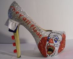 Etsy seller BabaRegali makes high heels, the best of which are the ones based on horror movies. There's Chuckie, Friday The Freddy Kreuger and more. Dream Shoes, Crazy Shoes, Me Too Shoes, Weird Shoes, Halloween Heels, Halloween Costumes, Unique Shoes, Unique Jewelry, Pennywise The Clown