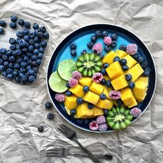 Add Nutrition To Your Diet With These Helpful Tips. Nutrition is full of many different types of foods, diets, supplements and Low Calorie Smoothies, Fruit Smoothies, Smoothie Bowl, Smoothie Recipes, Acai Smoothie, A Food, Food And Drink, Fruit Food, Fruit Bat