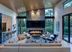 Wohnzimmer mit Kamin aus Naturstein - moderne Wohnidee