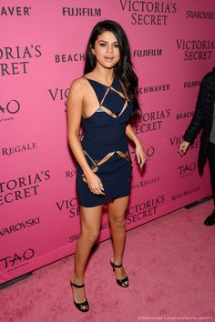 Selena Gomez bei der Aftershow-Party der Victoria's Secret Fashion Show 2015 Mehr Vestido Selena Gomez, Selena Gomez Fotos, Selena Gomez Style, Selena Gomez Body, Selena Gomez Red Carpet, Selena Selena, Selena Gomez Pictures, Fashion Shows 2015, Fashion Models