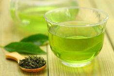 The best green tea can help prevent cancer and reduce the risk of Alzheimer's and Parkinson's and It's a great alternative to coffee. Best Green Tea Brand, Green Tea Diet, Green Tea Benefits, Tea Brands, Healthy Cat Treats, Healthy People 2020 Goals, Stop Eating, Immune System, How To Stay Healthy
