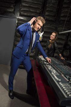 Niebieski garnitur na studniówkę marki Giacomo Conti Cristiano 1 E15/16P